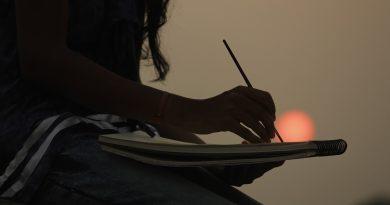 художник рисува залез
