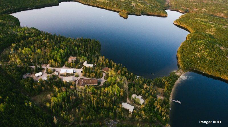 Езеро в Канада