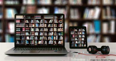компютър и книги