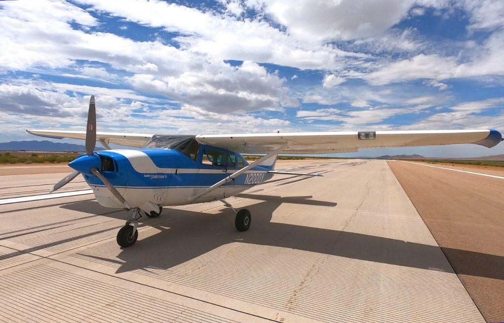 Самолетът 1968 Cessna 206 готов за излитане под управлението на  ROBOpilot