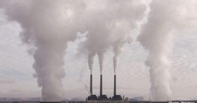 фабрика замърсяваща въздуха