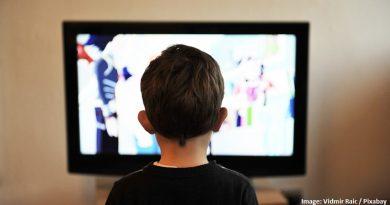 дете пред екран