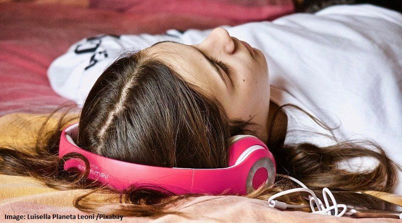 почиващо момиче