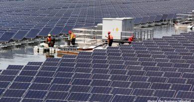 плаваща слънчева електростанция