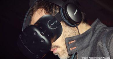 човек с VR очила