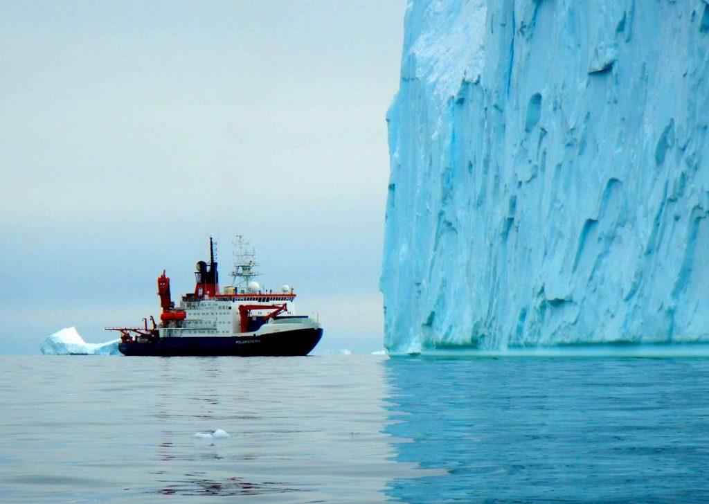 кораб в Антарктида