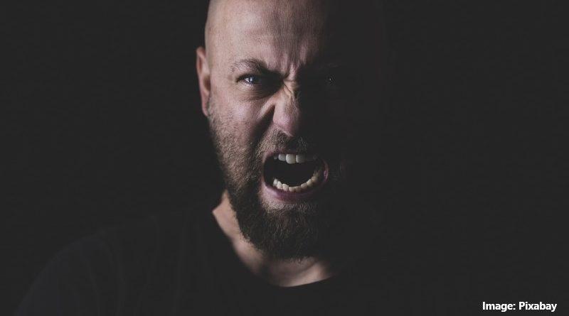 ядосан мъж
