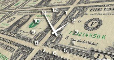 часовник и пари