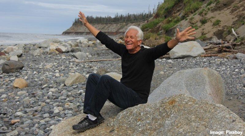 щастлив възрастен човек
