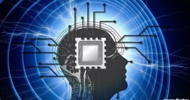 мозък с чип